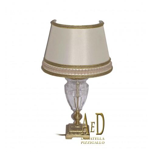 Lampada da tavolo con base in ottone e cristallo