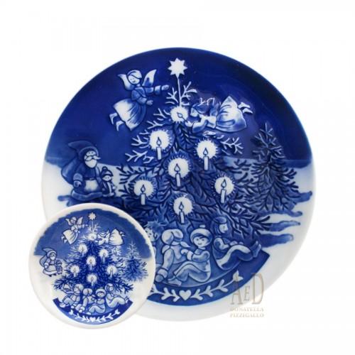 Royal Copenhagen Christmas Plate with art books 2003