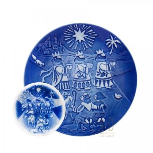 Royal Copenhagen Christmas Plate with art books 2006